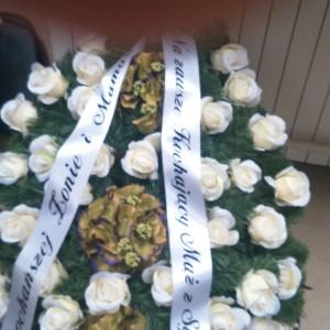wiązanka pogrzebowa, białe różyczki