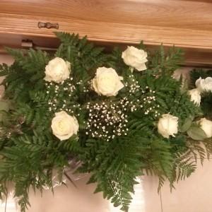 wiązanka pogrzebowa, białe roże