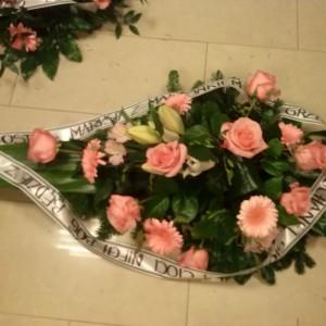 wiązanka pogrzebowa, różowe, róże, margaretki