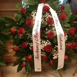 wiązanka pogrzebowa, czerwone róże