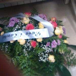 wiązanka pogrzebowa, róże, margaretki
