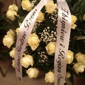 wiązanka pogrzebowa, jasne róże, szarfa